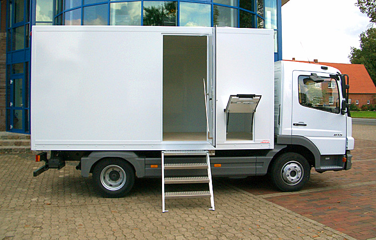 InnoMobil-Leerkabine-Werkstatt-wagen-Motorsport