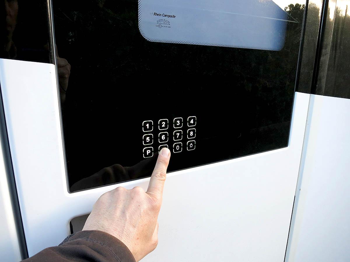 Premium Tür mit Sensor Zahlenschloß und Fernbedienung